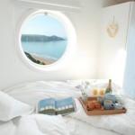 8-fereastra tip hublou dormitor casa mica 30 mp