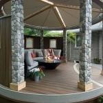 8-foisor din piatra si lemn de forma circulara construit langa terasa casei
