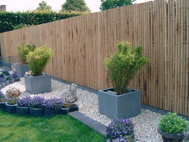 8-gard curte din lemn de bambus asezat in pozitie verticala