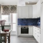 8-idee amenajare bucatarie bloc cu mobila alba si faianta albastra
