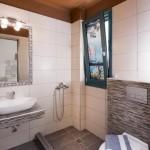 8-interior baie cu dus cazare Villa Anthelion Limenaria Thassos