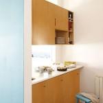 8-interior bucatarie mica cu vedere spre living apartament 50 mp