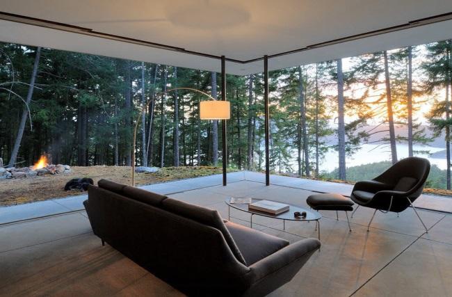 8-interior living cu ferestre panoramice pe doua laturi zona de munte