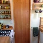 8-intrare in baie din bucatarie casa mobila foarte mica doar 15 mp