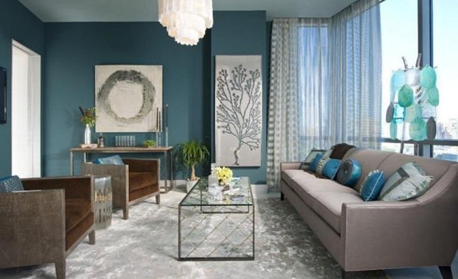 8-living cu pereti zugraviti in albastru marin si mobilier in tonuri de maro