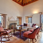 8-living cu semineu apartament hotel Malvasia din Monemvasia Grecia