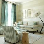 8-living decorat cu tapet cu imprimeu in dungi orizontale