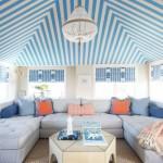 8-living maritim dotat cu o canapea in forma de U