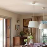 8-lustre suspendate deasupra mesei dining open space casa fara etaj