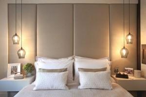 8-lustre suspendate tip pendul montate pe tavan deasupra patului din dormitor