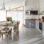 8-masa rustica din lemn asortata mobilierului rustic din bucatarie