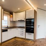 8-mobilier alb pe odua laturi bucatarie utilata modern casa mobila noua Anna 2018 Rot Resort
