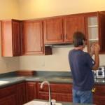 8-montarea pe manerele noilor usi ale mobilierului de bucatarie