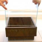 8-montarea si lipirea cubului de sticla pe bordura din partea superioara a cutiei metalice