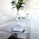 8-noptiera din plastic transparent amenajare dormitor mic