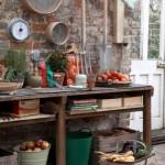 8-o masa de gradinarit confectionata dintr-o masa veche din lemn