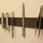 8-organizare pensete forfecute si unghiere perete baie