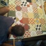 8-pardoseala din placi de ciment pictate manual baie retro