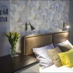 8-pat cu tablie capitonata in stofa maro decor dormitor modern