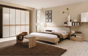 8-pat din lemn dormitor amenajat in stil minimalist