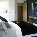 8-perete de accent gri inchis decor dormitor modern mic