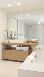 8-perete placat cu oglinzi amenajare baie