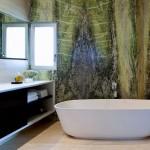 8-perete placat cu piatra naturala decor baie moderna minimalista