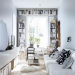 8-polite montate in jurul ferestrei solutie economisire spatiu in apartament mic
