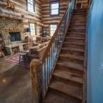8-scara interioara cu elemente originale din lemn cabana din lemn de nuc restaurata integral