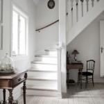 8-scara interioara din lemn vopsit in alb casa traditionala danemarca