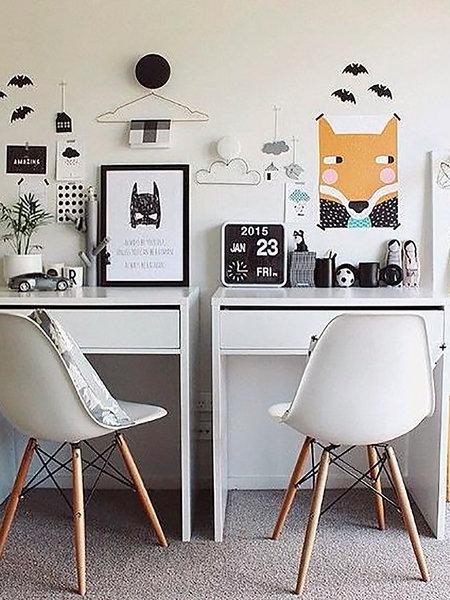 8-scaune-eames-in-fata-birourilor-din-camera-copiilor