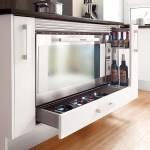8-sertar pentru tavi si tigai sub cuptorul din bucatarie