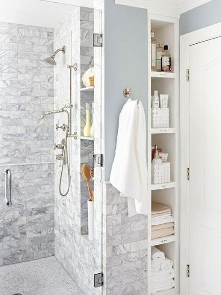 8-solutii de dpeozitare in nise amenajare baie moderna minimalista