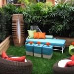 8-spatiu de relaxare curte inconjurat de jardiniere din lemn cu plante verzi