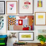 8-televizor The Frame by Samsung integrat intr-o galerie de tablouri de pe peretele din living