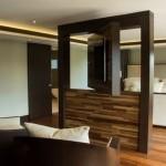 8-televizor rotativ integrat in peretele despartitor dintre living si dormitor