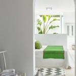 8-vedere spre dormitor alb cu accente cromatice verzi