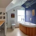 9-baie spatioasa cu perete de accent mozaic albastru