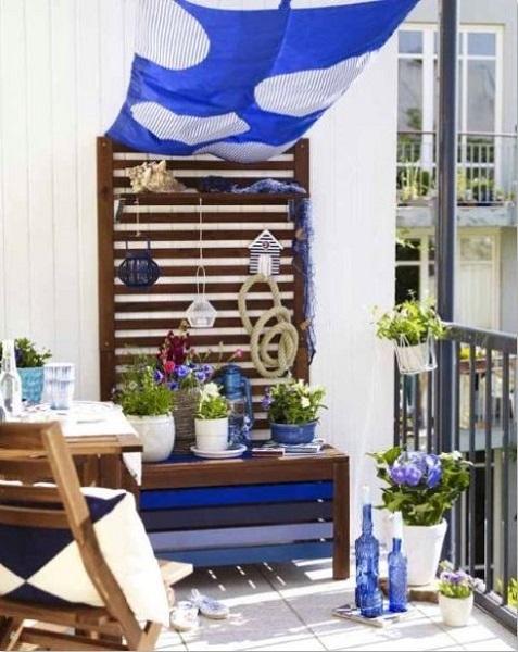 9-balconas frumos amenajat si decorat in nuante de albastru