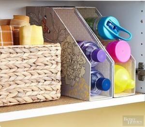 9-bibliorafturi pentru organizarea sticlelor de plastic