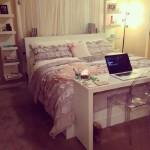 9-birou tip consola amenajat la picioarele patului din dormitor