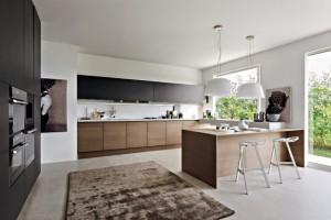 9-bucatarie-mobilier-negru-mat-in-combinatie-cu-furnir-de-lemn