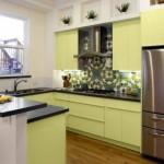 9-bucatarie moderna cu blat negru si fronturi vernil