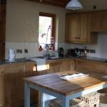 9-bucatarie moderna interior casa ecologica din beton de canepa Bevan Architetcs