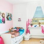 9-camera fetita cu decoratiuni din Frozen