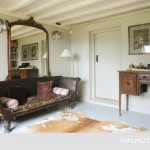 9-canapea veche si birou din lemn masiv mobila living casa sec 17 renovata