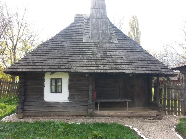 9 casa taraneasca din lemn