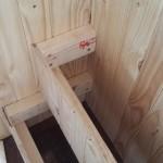 9-constructia treptelor din lemn in laterala platformei pentru a putea ajunge in zona biroului