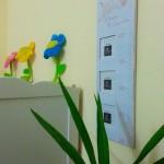 9-decoratiuni camera bebe decorata in alb si galben