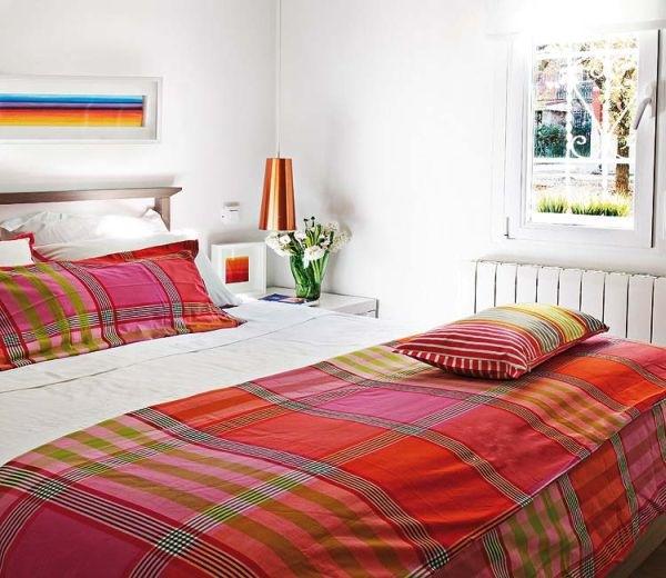 9-dormitor alb accesorii colorate apartament mic 40 metri patrati